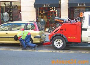 Эвакуатор для неправильно припаркованного автомобиля