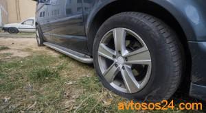 Авто с проколотыми колесами